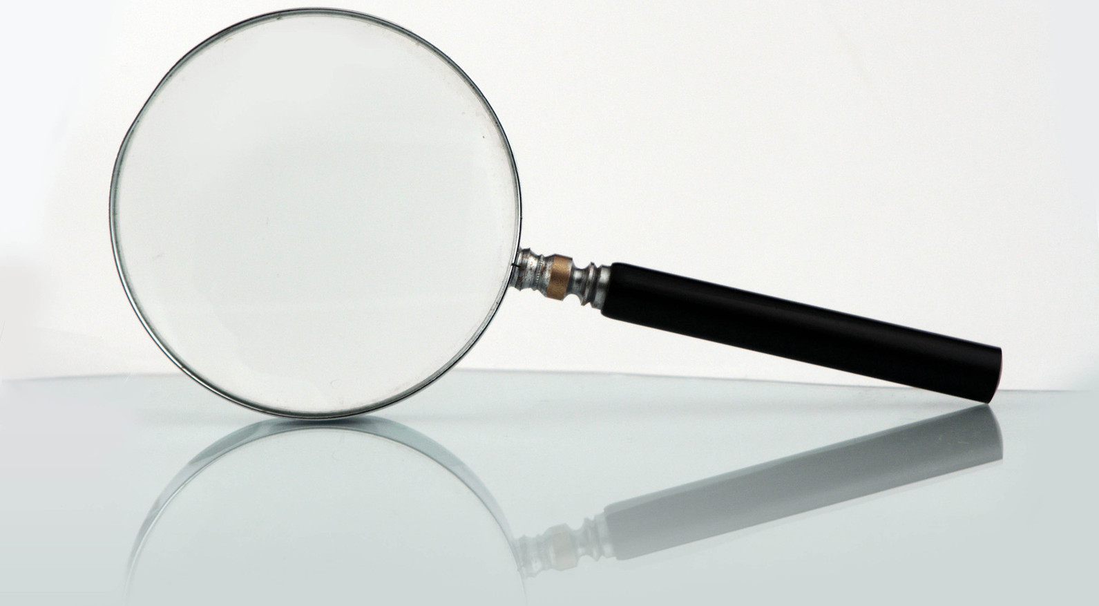 magnifying glass loupe-1237390-1599x1066 freeimages Szorstki crop