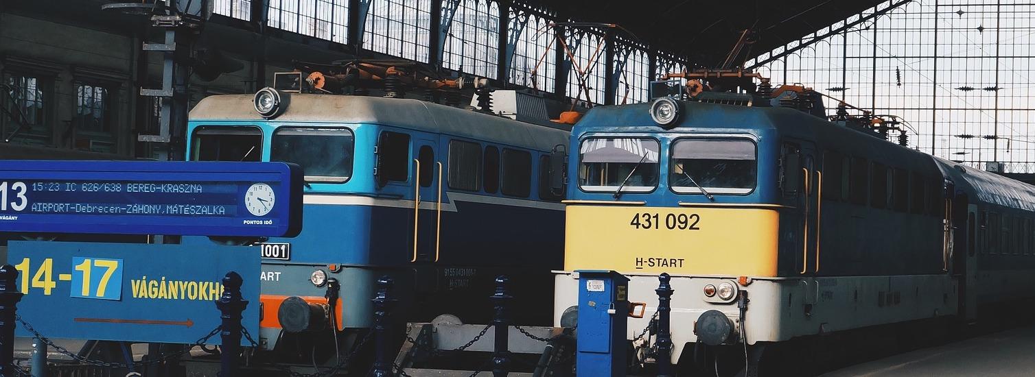 train-789634_1920 pixabay crop
