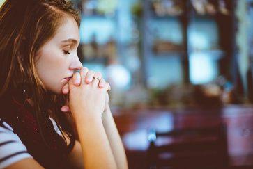 Dr Emily Reed Burdett – Exploring the Foundations of Religious Behaviour